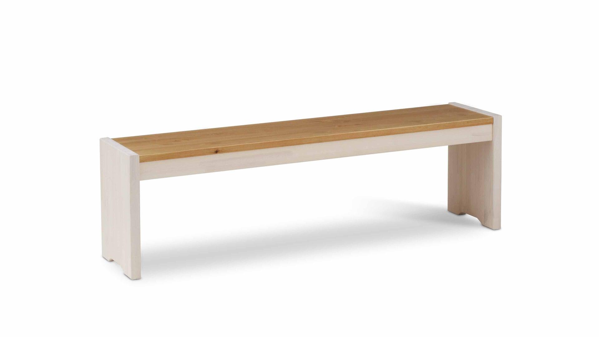 Holzbank als attraktives Sitzmöbel