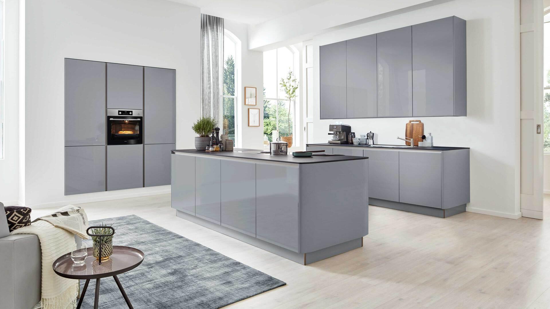 Interliving Küche Serie 3001 mit AEG Einbaugeräten