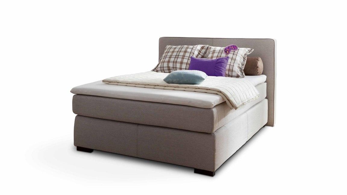 Boxspringbett mit Kissen-Set und Federkern-Matratzen