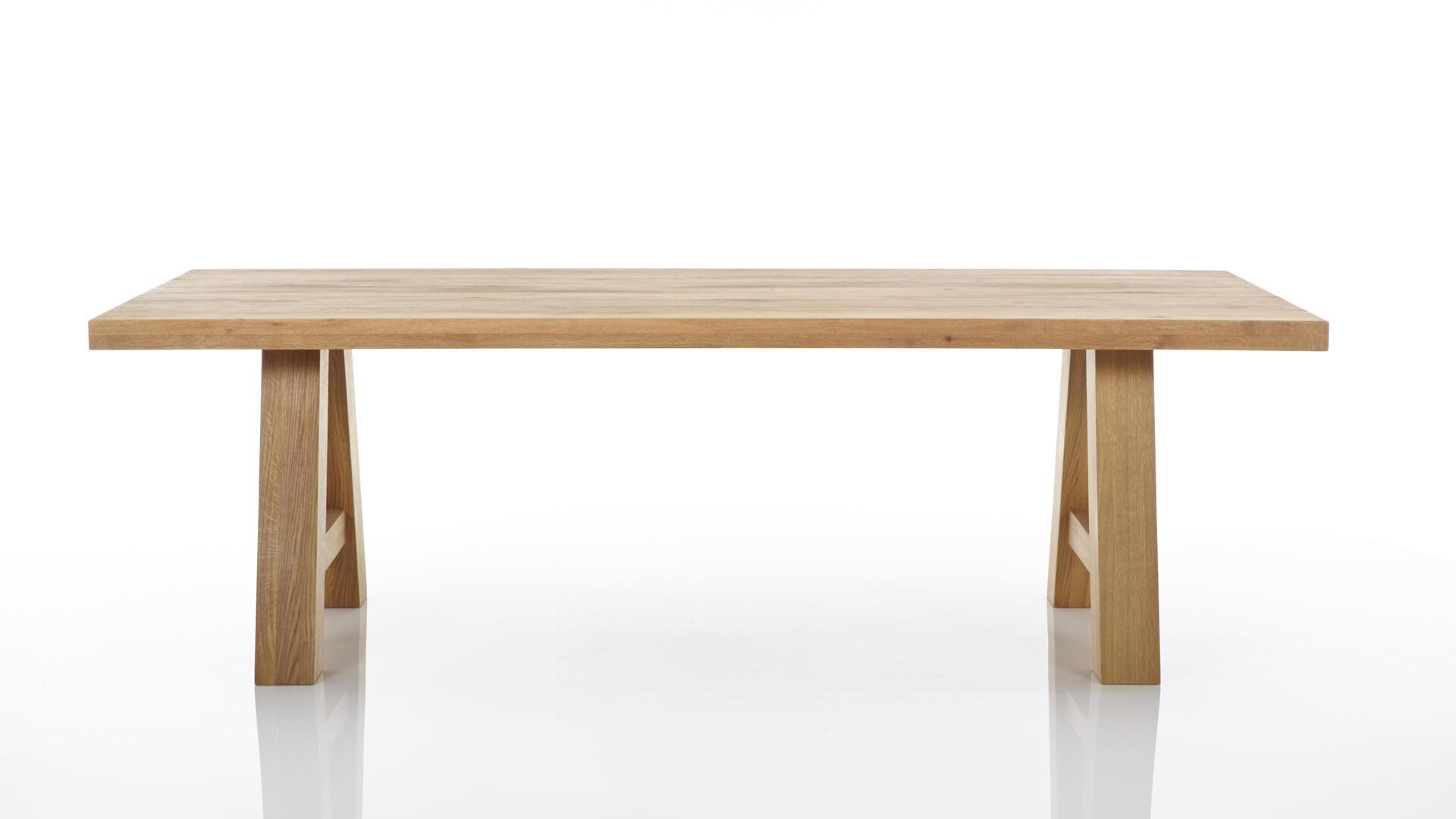 Massivholzmöbel – Esstisch