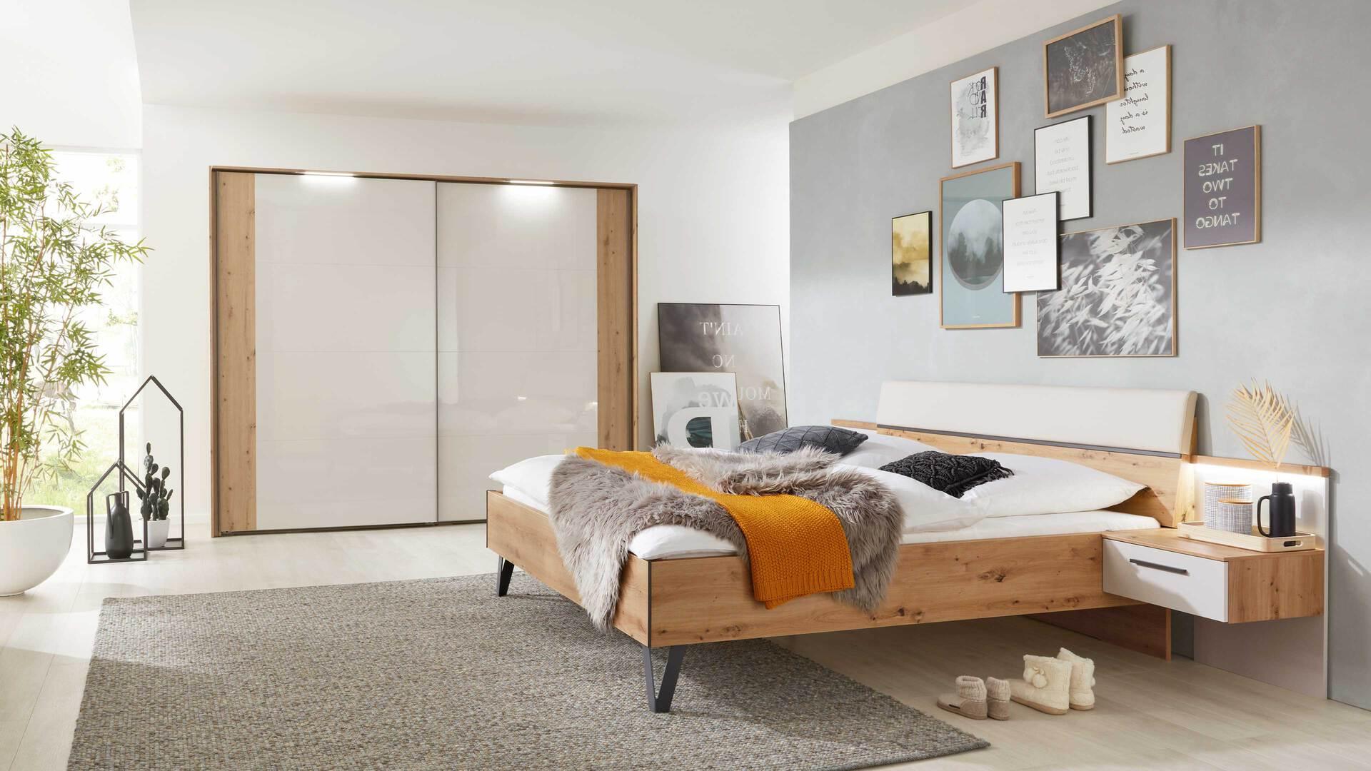 Interliving Schlafzimmer Serie 1021 – Komplettzimmer mit Beleuchtung