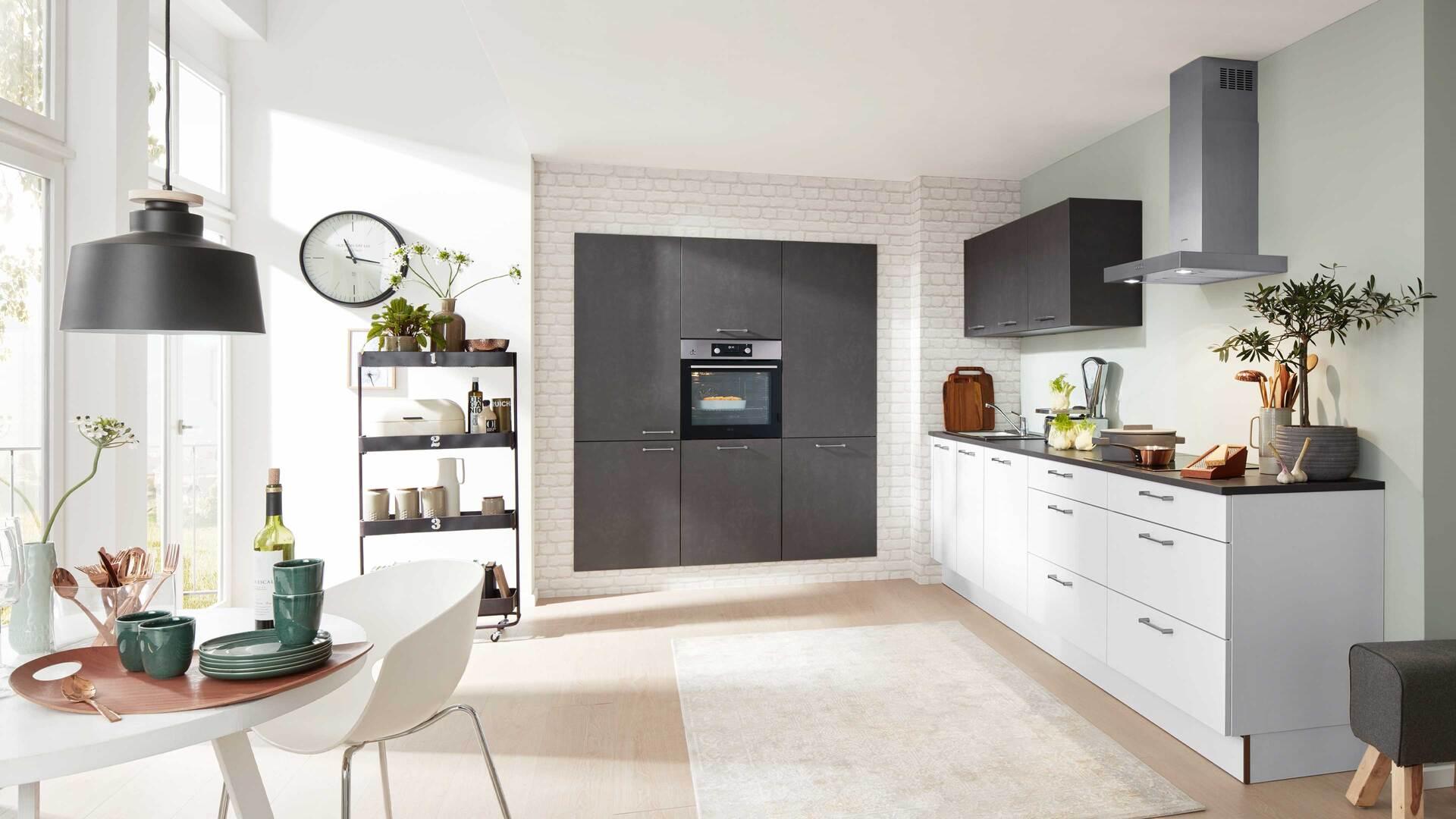 Interliving Küche Serie 3019 mit AEG Einbaugeräten