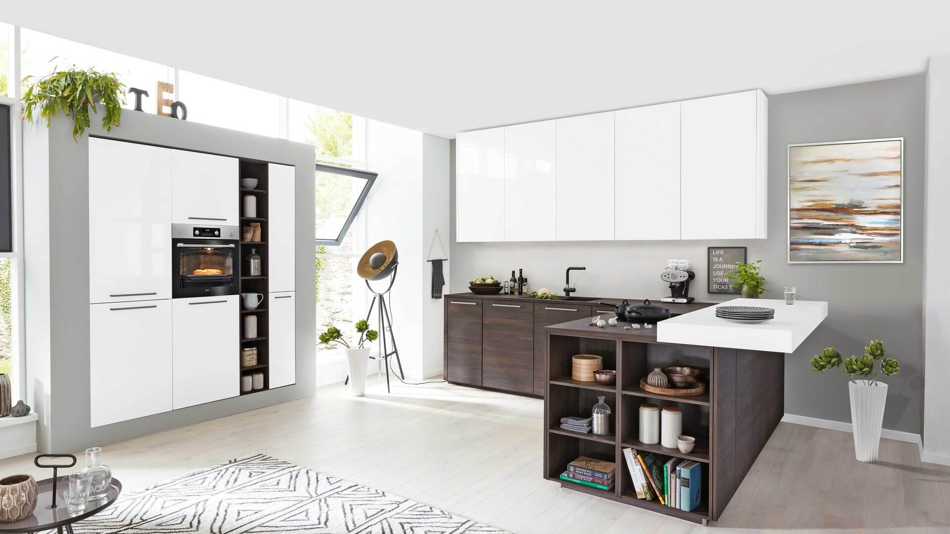Interliving Küche Serie 3003 mit AEG Einbaugeräten