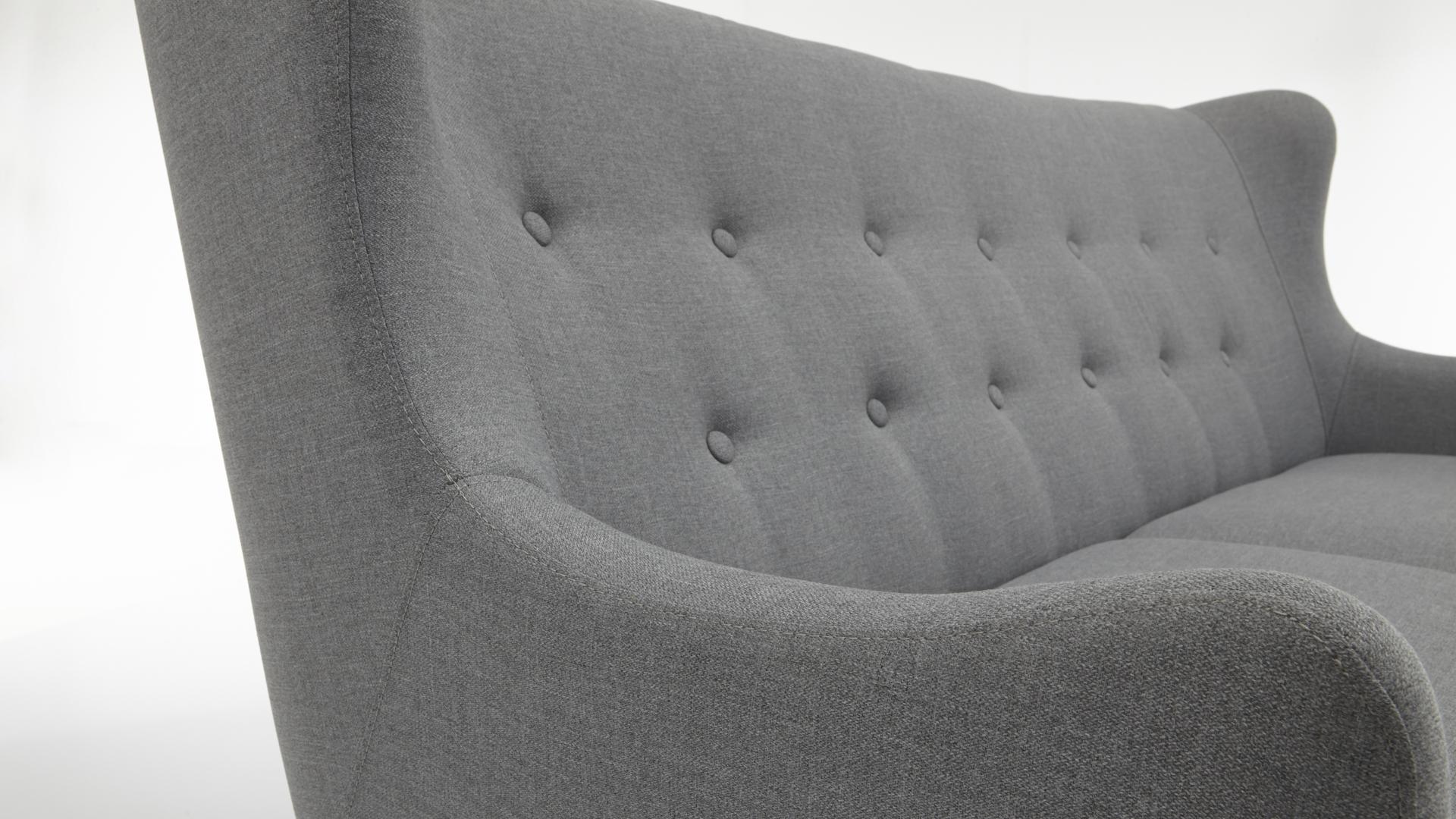 3-Sitzer Sofa im Retro-Stil, ein bequemes Polstermöbel mit Charme