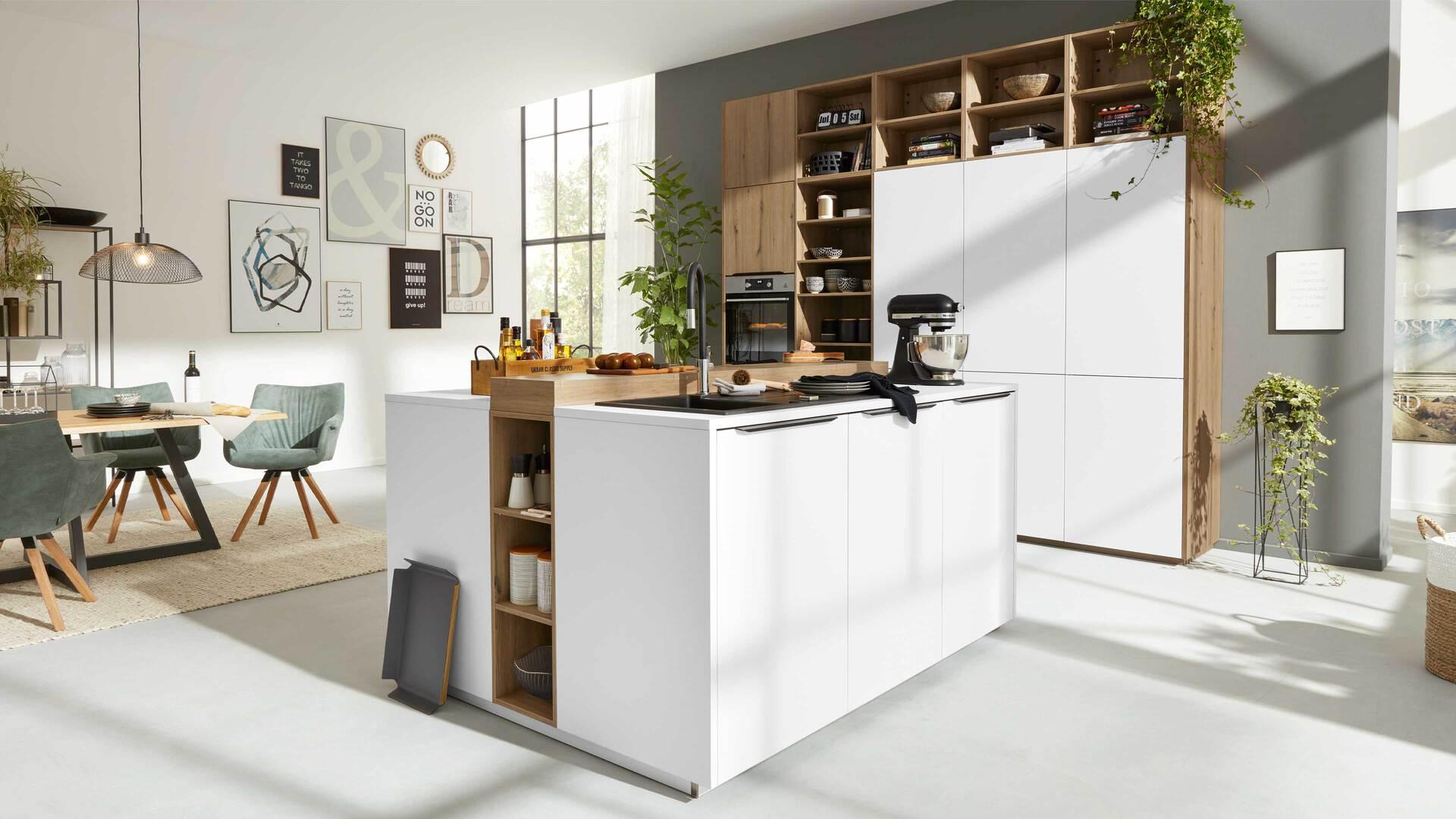 Interliving Küche Serie 3039 mit AEG Einbaugeräten